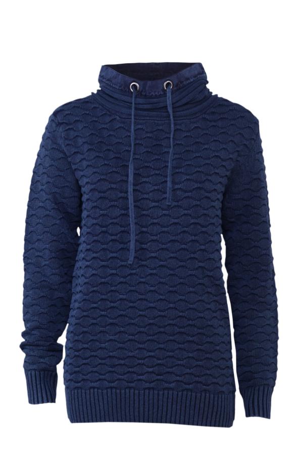 Classic pullover with elegant collar in dark blue. Piece of Blue